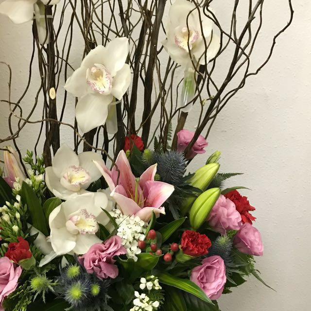 Weekly fresh flowers supply