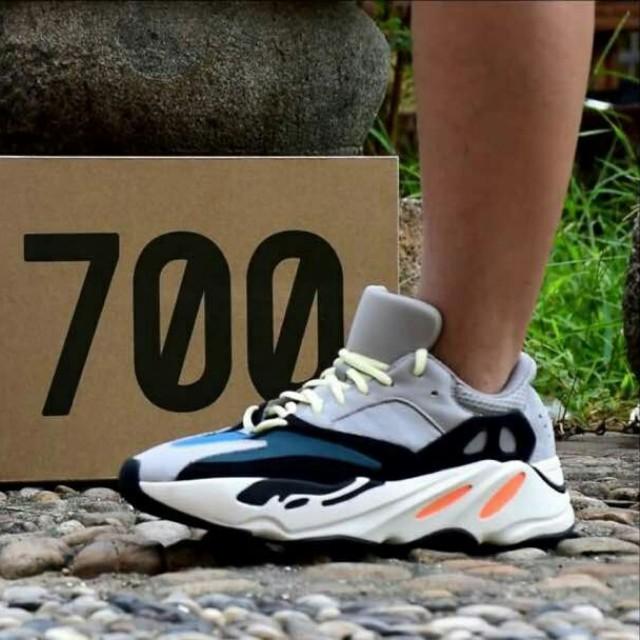 finest selection 15f85 5af36 Yeezy Wave Runner 700 Boost