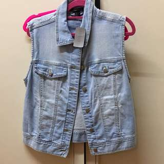 BRAND NEW FOREVER 21 Denim vest (with tags) size M