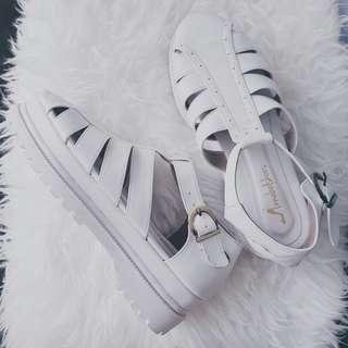 Turun harga! Dari 140 jadi 100 ribu aja. White Platform Sandals , sepatu sandal platform putih baru