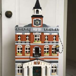🚚 LEGO TOWN HALL