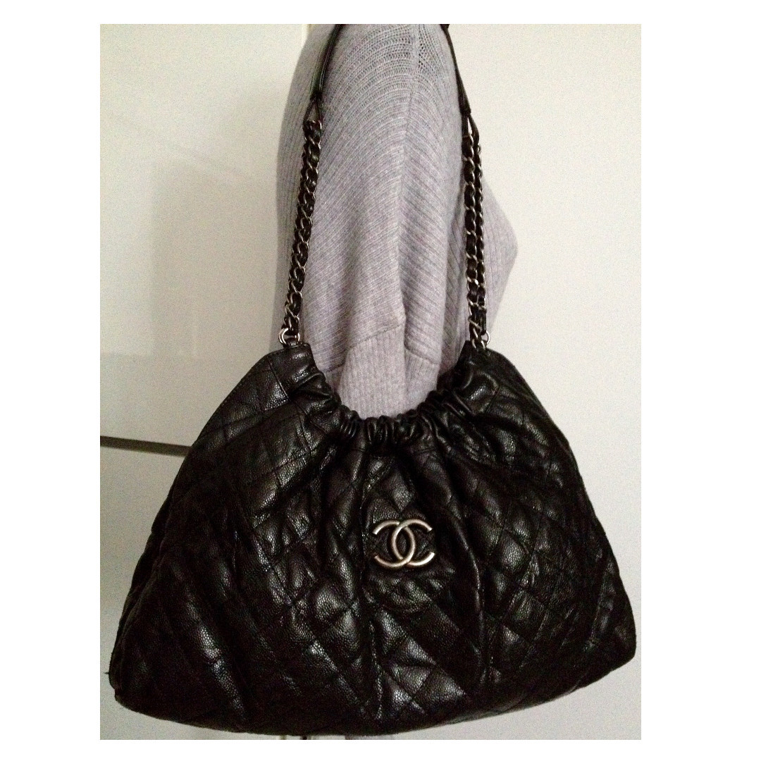 100%CLASSIC CHANEL黑色鱼子酱皮革CC银色肩带Hobo手提包