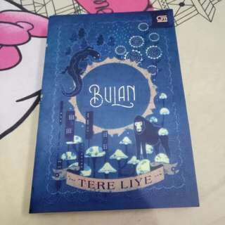 "Preloved Novel ""BULAN"" Tere Liye"