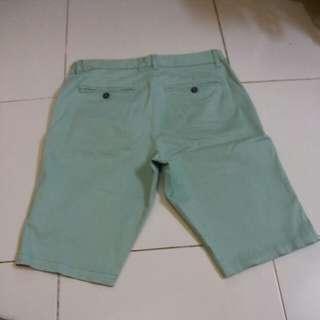 Celana pendek Empolham