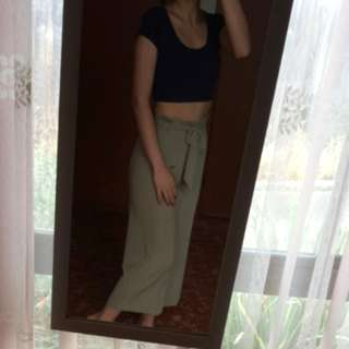 Set of cropped top and pant