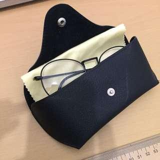 Black metal specs (eyeglasses) price is negotiable