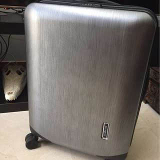 "Samsonite Inova 20"" spinner, used 1x"