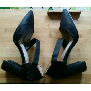 Block heels shoes