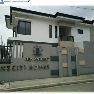 Townhouse rfo along commonwealth quezon city