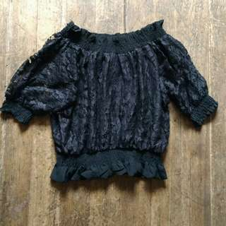 Off-Shoulder lace blouse