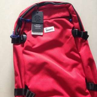 Brand new - crumpler 30L The low level aviator E bag (Red)