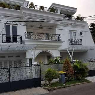 Dijual Rumah Mewah, 3 Lantai, SHM di BINTARO