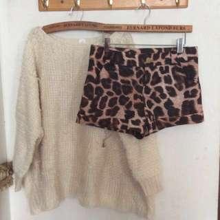 🚚 💖微亮面狂野動物紋短褲