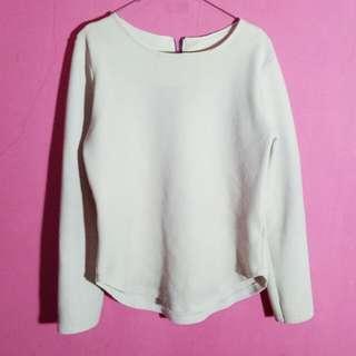 Sweater warna broken white