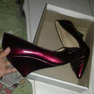 Maroon Glossy Low Wedges