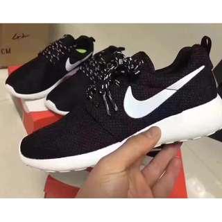 🚚 Nike Roshe run 黑白男女休閒運動鞋 跑鞋 超轻舒适