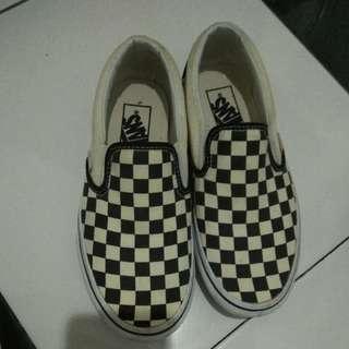 vans checker (ori) size 36 or 23cm