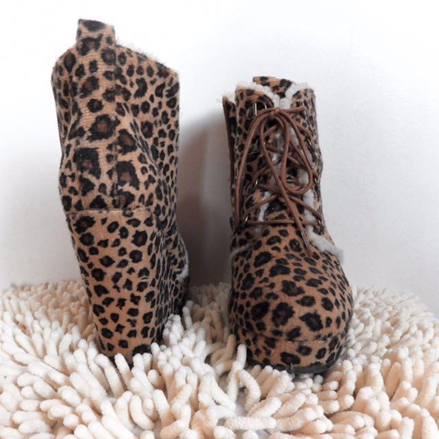 Anjmal print boots