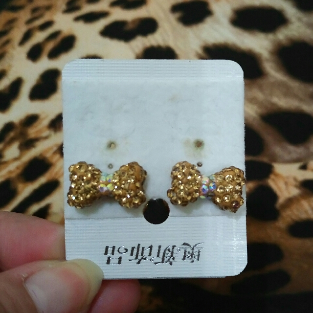 Anting Tusuk Korea