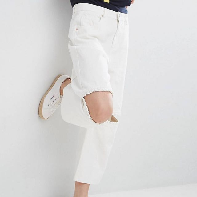 Asos white cropped ripped culottes// trousers// wide leg