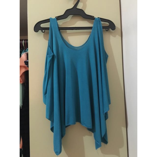 Assymetrical flowing blouse ALL ITEMS MARKED * FOR 30 PESOS. 5 OR MORE 25 PESOS