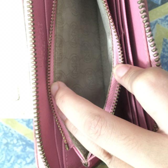 Authentic Michael Kors Wallet (Minus)