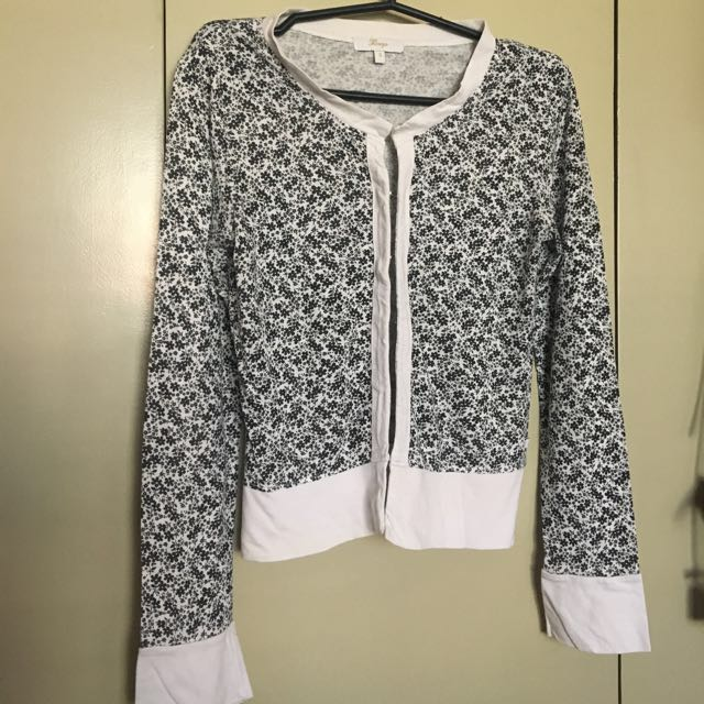 Bayo crop jacket ALL ITEMS MARKED * FOR 30 PESOS. 5 OR MORE 25 PESOS