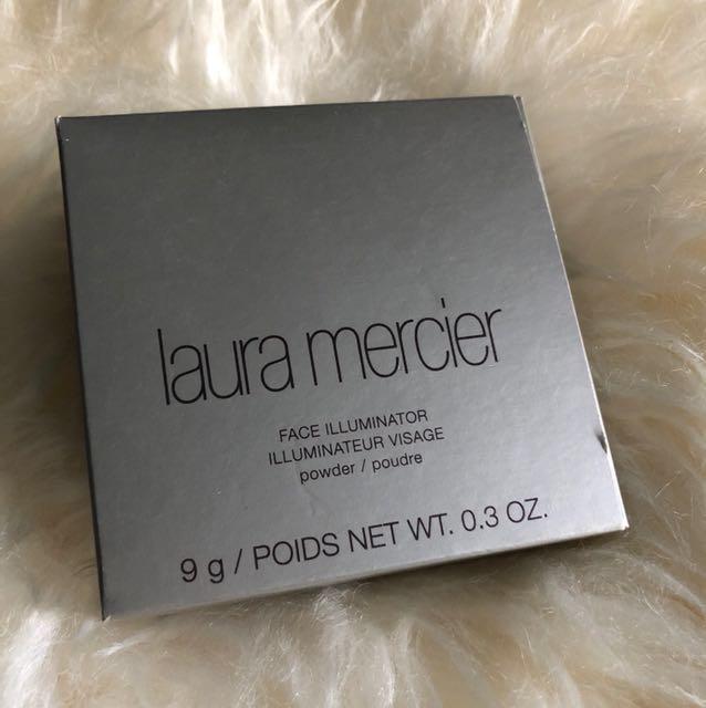 Brand new Laura Mercier highlighting powder