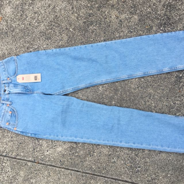 BRAND NEW LEVIS Highwaisted Mom Jeans