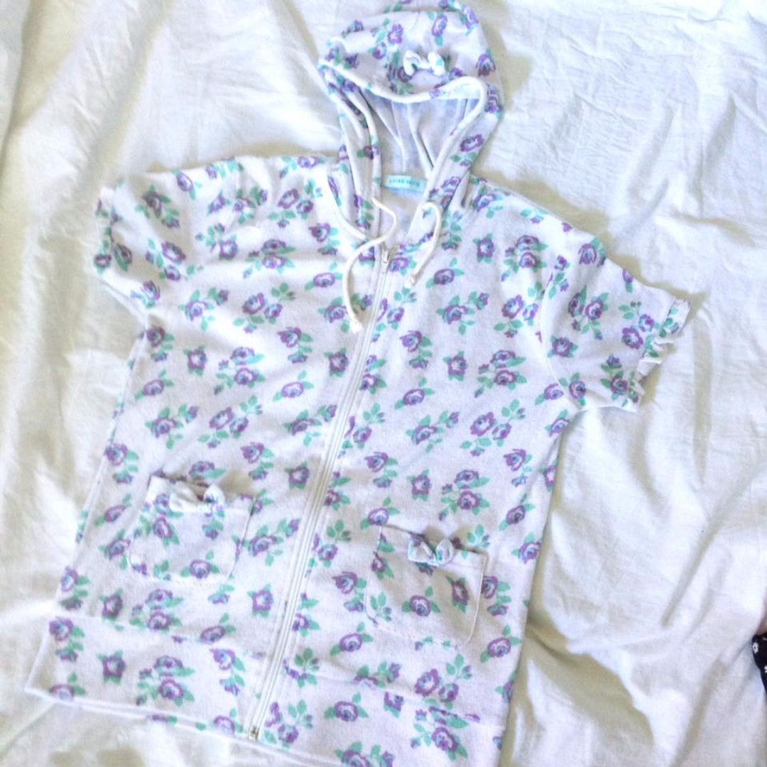 Comfy shirt with hood