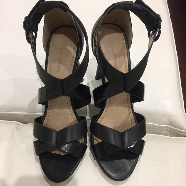 Country road heels size 7