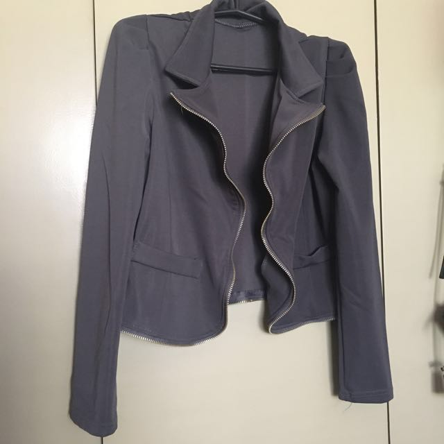 Cropped Jacket ALL ITEMS MARKED * FOR 30 PESOS. 5 OR MORE 25 PESOS