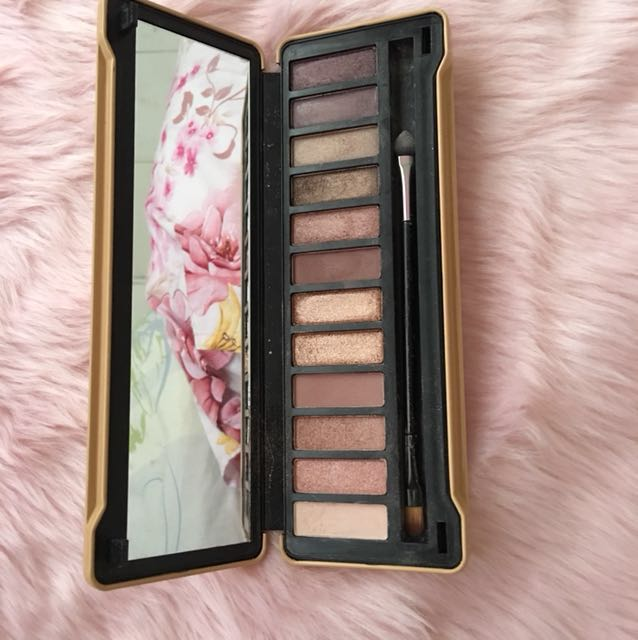EB Advanced Uncover 12 Color Eyeshadow