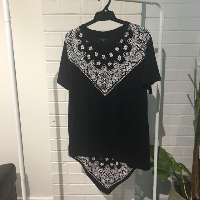 Givenchy tshirt - M