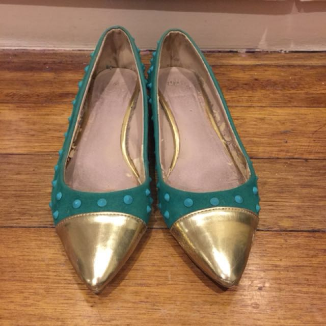 Green and gold spike flats