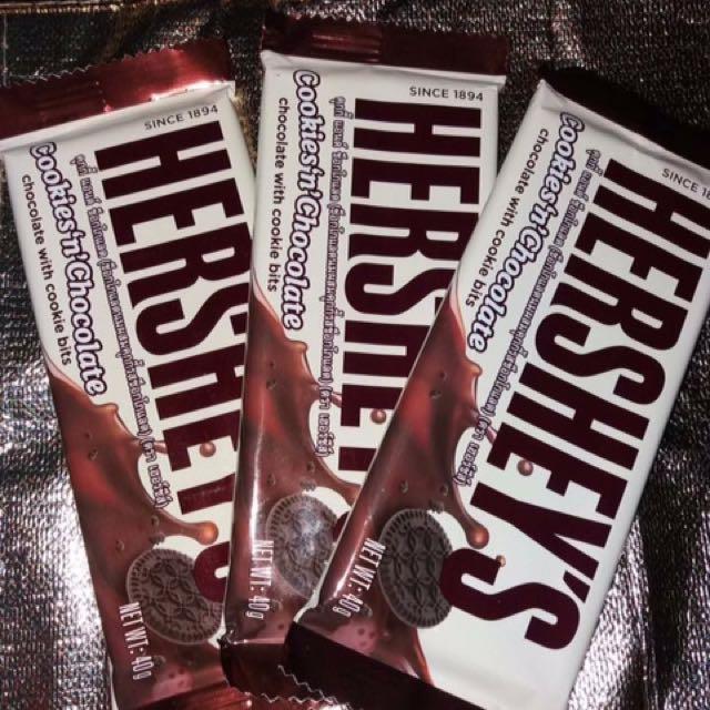 HERSHEYS COOKIES&CRM w/ cookie bits