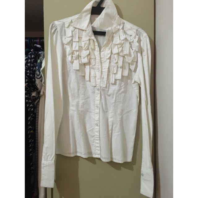 Long sleeves office blouse with ruffles ALL ITEMS MARKED * FOR 30 PESOS. 5 OR MORE 25 PESOS