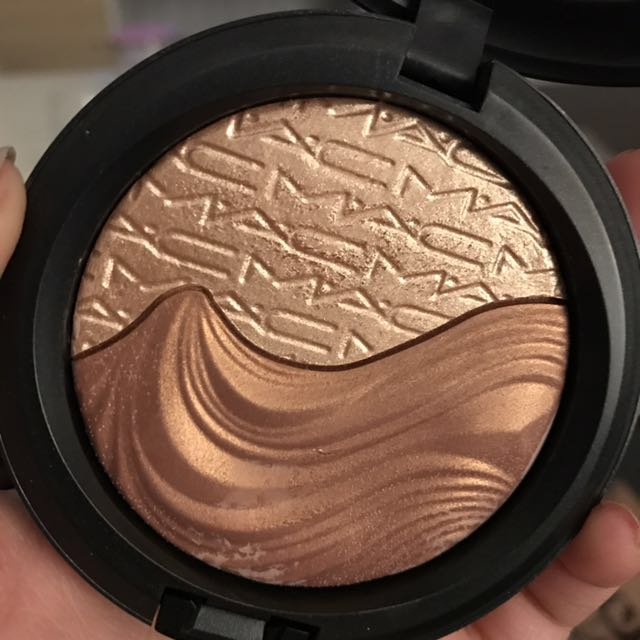MAC extra dimension skinfinish (brand new in box)