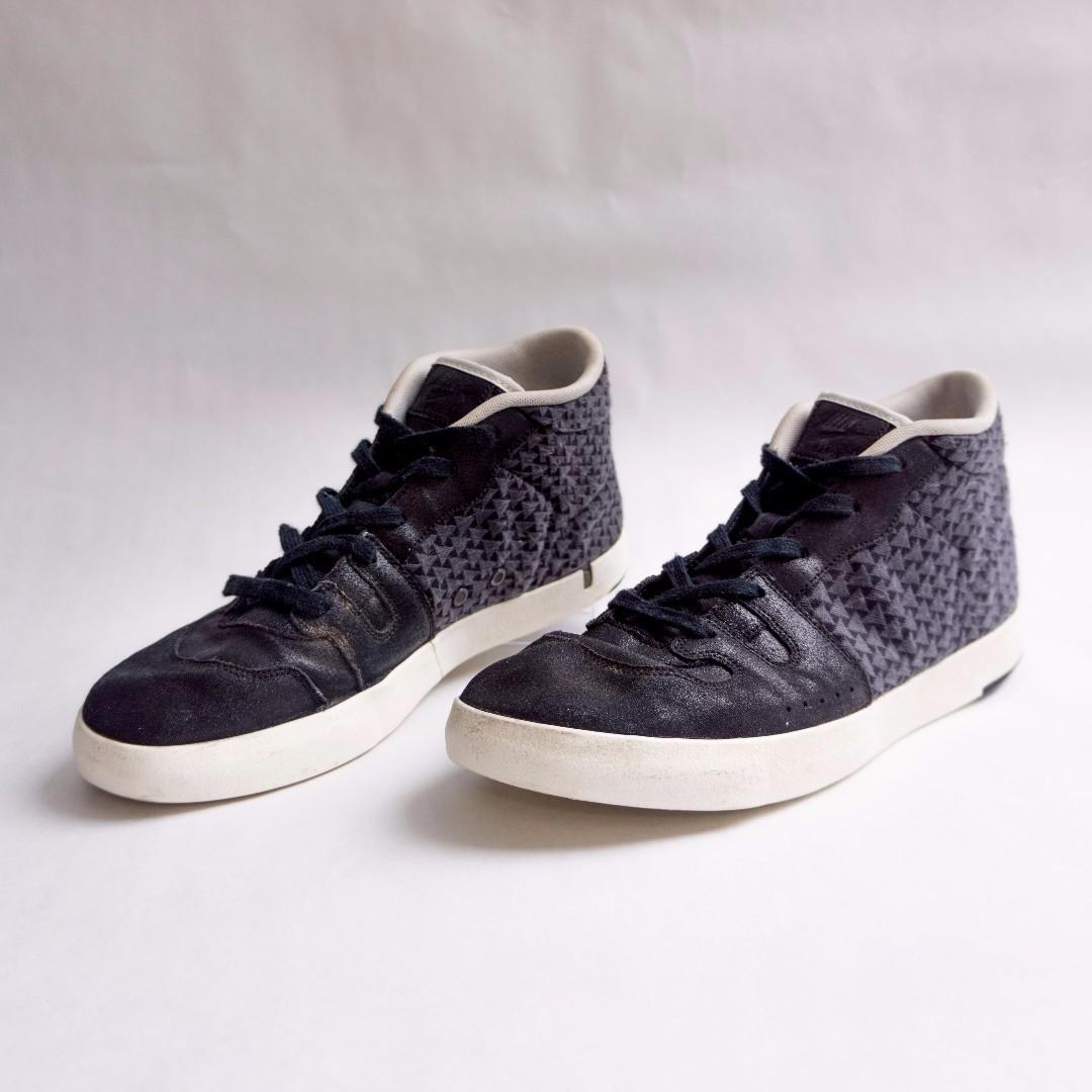 Nike Manor Hightop Sneakers