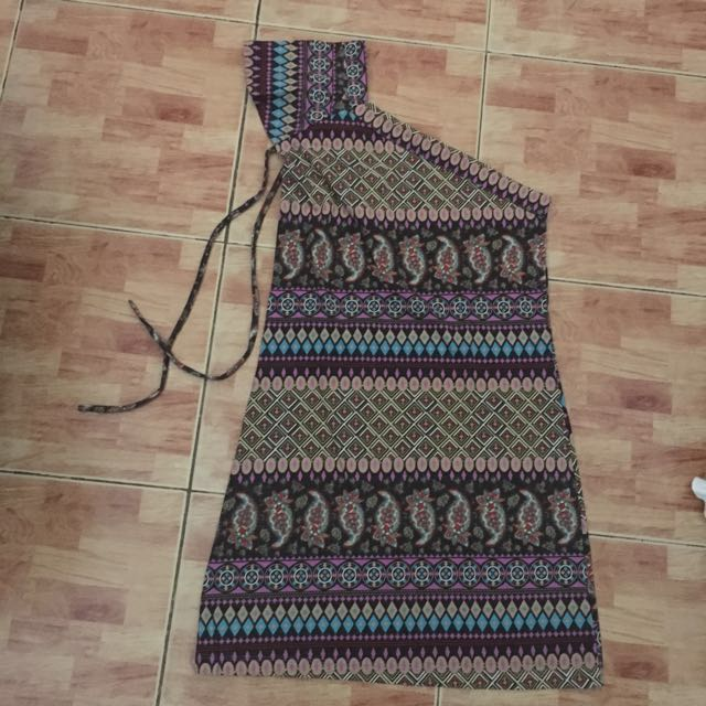 One shouldered paisley dress ALL ITEMS MARKED * FOR 30 PESOS. 5 OR MORE 25 PESOS
