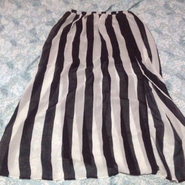 Preloved long skirt forever 21