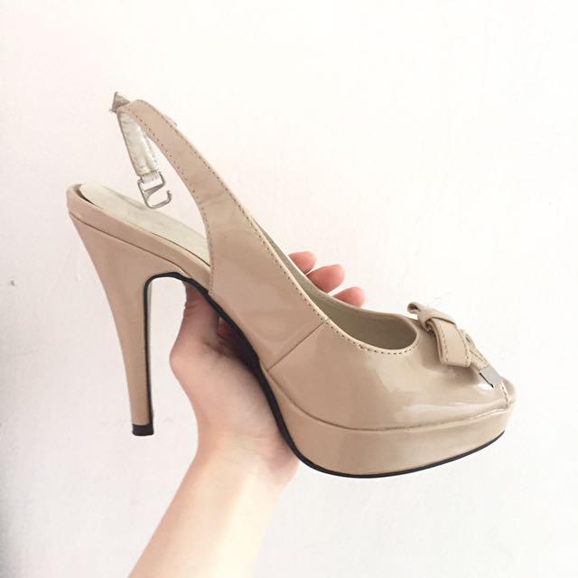 Sepatu High Heels Cream Pita