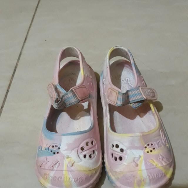 Skechers mary janes crocs-like