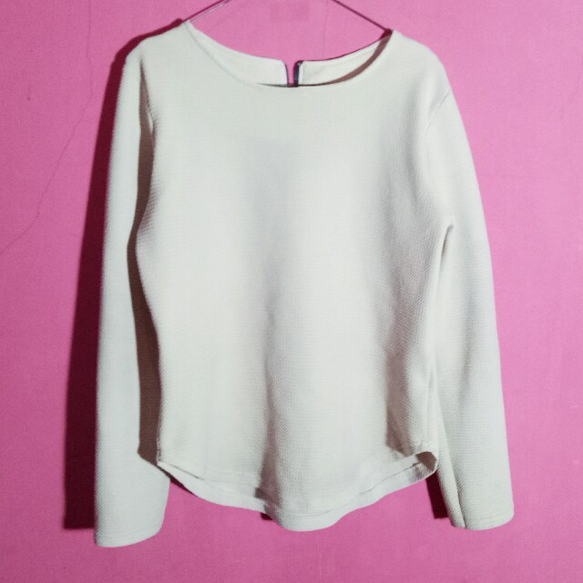 Sweater warna broken white