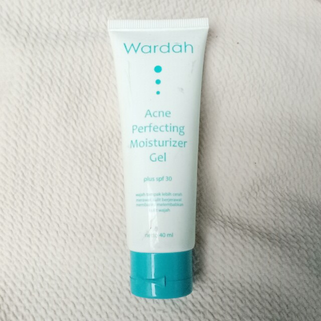 Wardah acne perfecting moisturizing gel