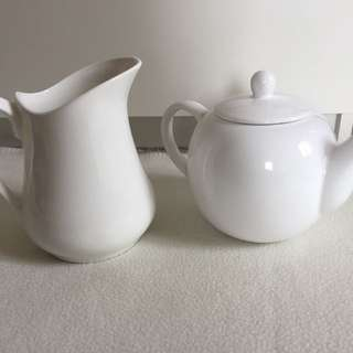 Porcelain/Stoneware Teapot and Jug