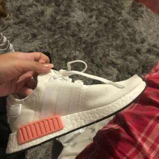 WOMEN'S ADIDAS NMD R1 WHITE/ICEY PINK SIZE 7 (FITS 7.5)