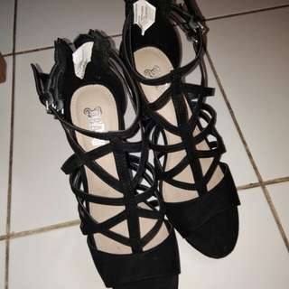 Sepatu Heels Tali Hitam 40