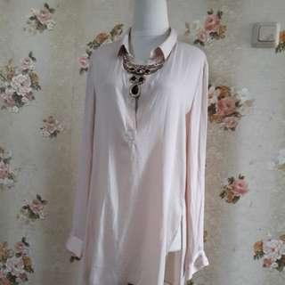 Forever 21 cream blouse Ld.112 -P.77