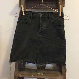 Bardot blk denim mini skirt size 10